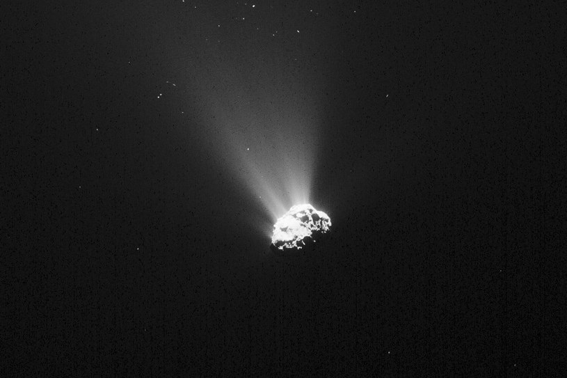Jądro komety 67P, sfotografowane przez sondę Rosetta 5 września 2015 roku /materiały prasowe