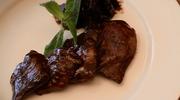 Jagnięcina w sosie czekoladowym z suszonymi śliwkami