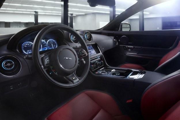 Jaguar XJR /