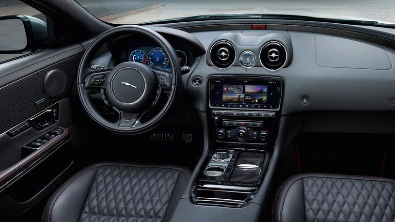 Jaguar XJR575 /