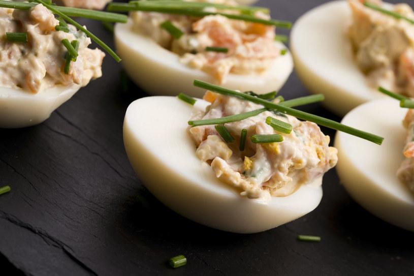 Jajka faszerowane pieczarkami /123RF/PICSEL
