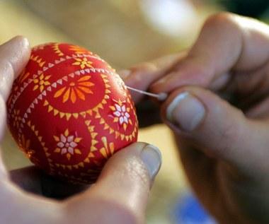 Jajka - na prezent, bazie - na ból gardła