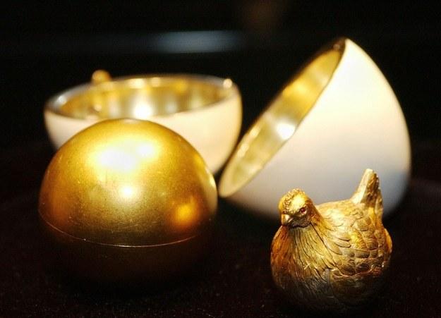 Jajko z kurką - pierwszy cesarski prezent wielkanocny w formie jaja /AFP