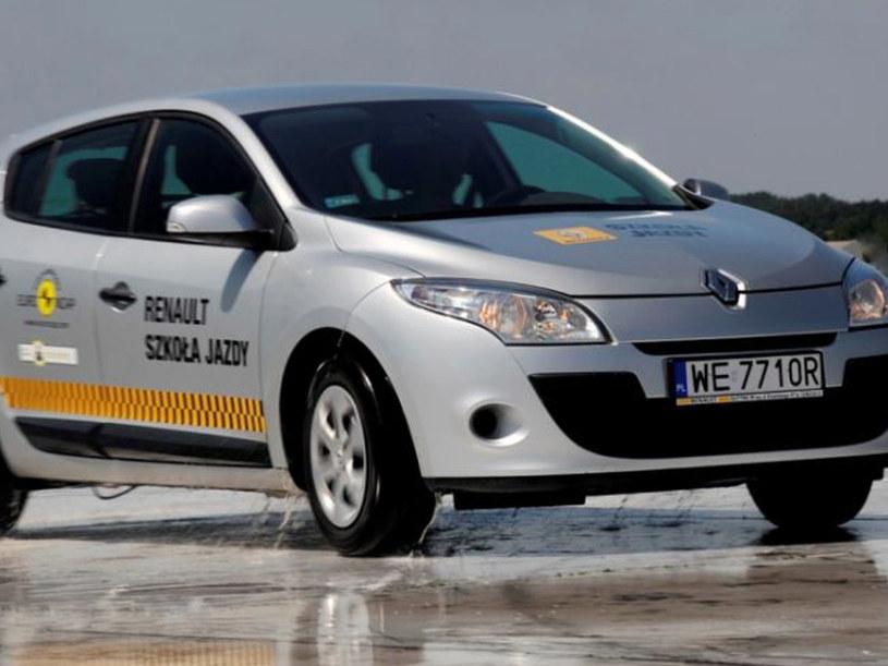 Jak bezpiecznie pokonywać zakręty - radzą eksperci Szkoły Jazdy Renault  /materiały prasowe
