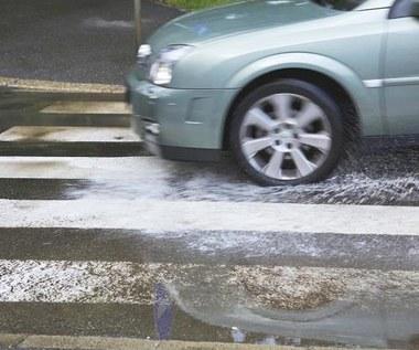 Jak bezpiecznie prowadzić samochód jesienią?