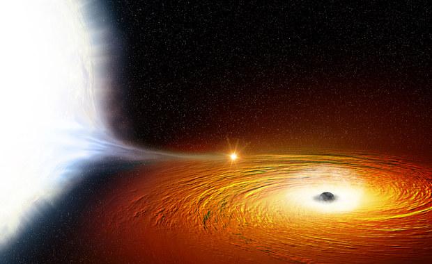 Jak blisko można igrać z czarną dziurą?