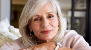 Jak dbać o włosy siwe i blond?