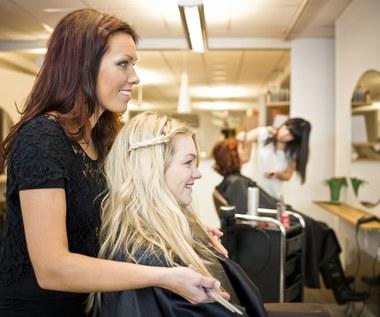 Jak dobrze wystylizować włosy? Ekspertka fryzur radzi