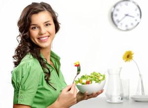 Jak jeść mniej? 5 sztuczek!