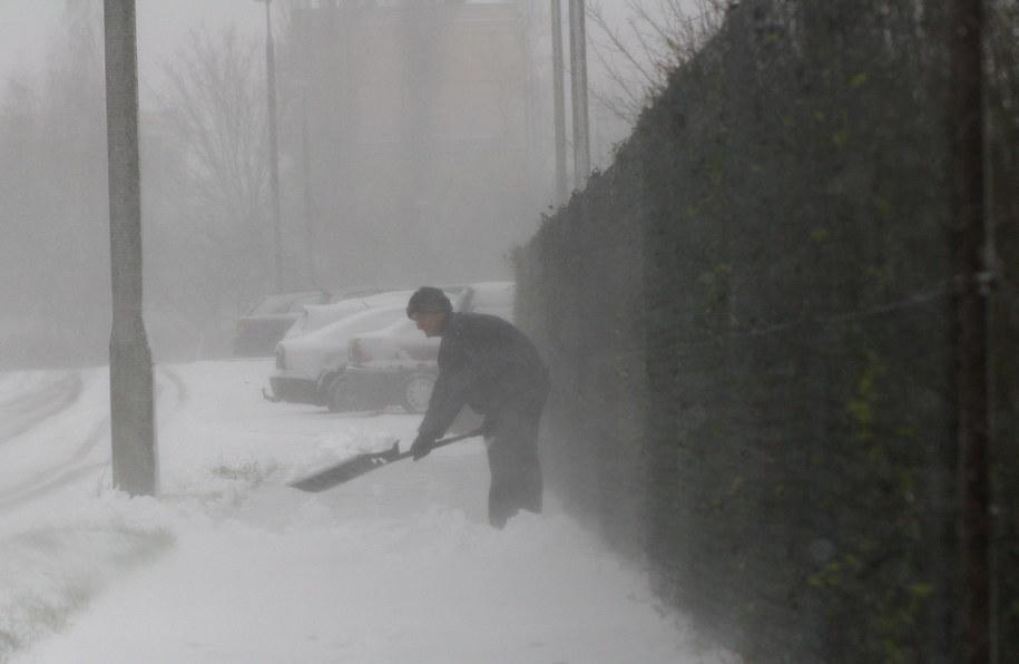 Jak nie huragan to śnieg. Polska zmaga się z pogodą /Tomasz Waszczuk /PAP