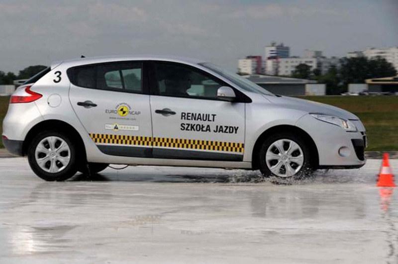 Jak ominąć przeszkodę - radzą eksperci Szkoły Jazdy Renault /materiały prasowe