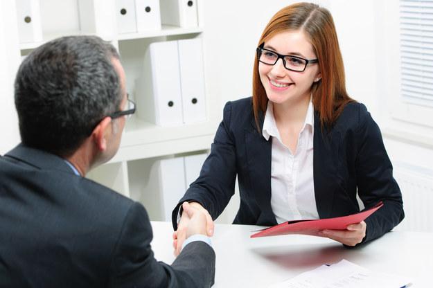 Jak prowadzić rozmowę z rekruterem? /123RF/PICSEL