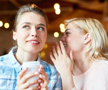 Jak reagować na plotki na swój temat