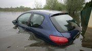 Jak rozpoznać samochód po powodzi?