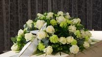 Jak składać kondolencje? Ekspert od savoir-vivre o trudnych rozmowach