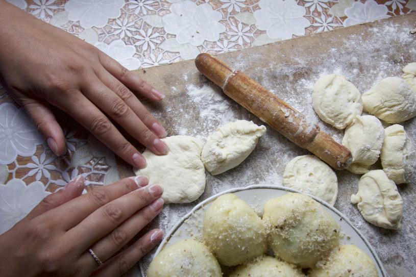 Jak szybko przygotować ciasto na pierogi? /123RF/PICSEL