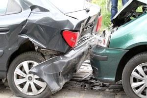 Jak tanio naprawić samochód po stłuczce?