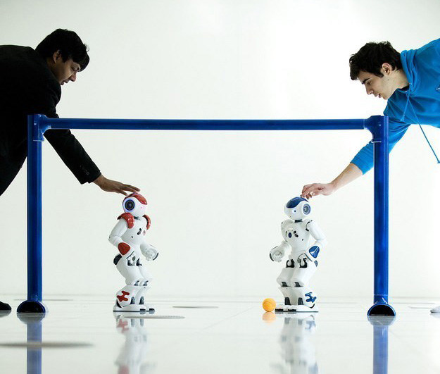 Jak uciec przed robotami? /AFP