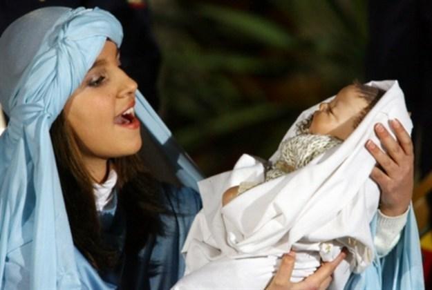 Jak wyglądałyby narodziny Jezusa w dzisiejszym świecie? /AFP
