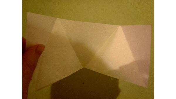 Zginamy tworząc 3 trójkąty równoboczne ;)