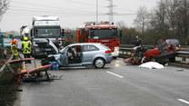 Jak wyprowadzić auto z poślizgu?