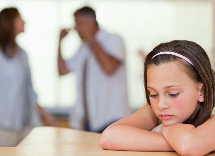 Jak wytłumaczyć dziecku, że rozwód to nie jego wina? /123RF/PICSEL