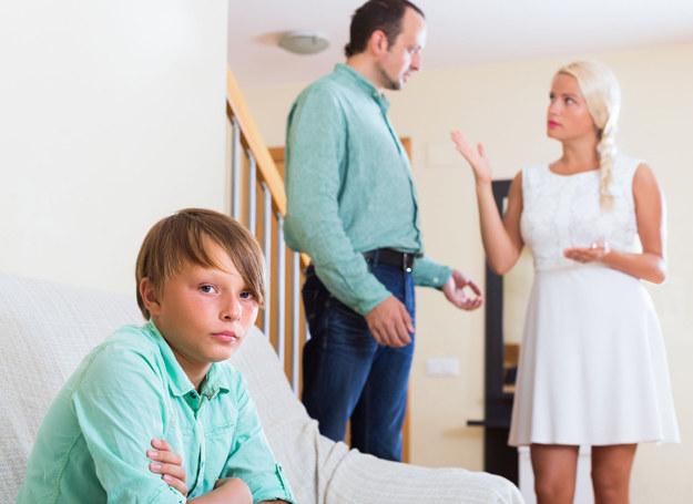 Jak wytłumaczyć synowi, że naprawdę nie stać nas na więcej? /123RF/PICSEL
