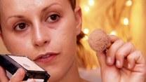 Jak zatuszować trądzik dzięki makijażowi?
