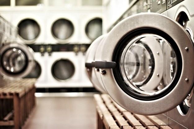 Jak zgodnie z prawem pozbyć się starej pralki? (Fot. Philip MacKenzie) /stock.xchng