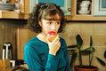 Monika Mrozowska była licealistką, gdy rozpoczynano emisję serialu. Dziś jest mamą dwóch córek.