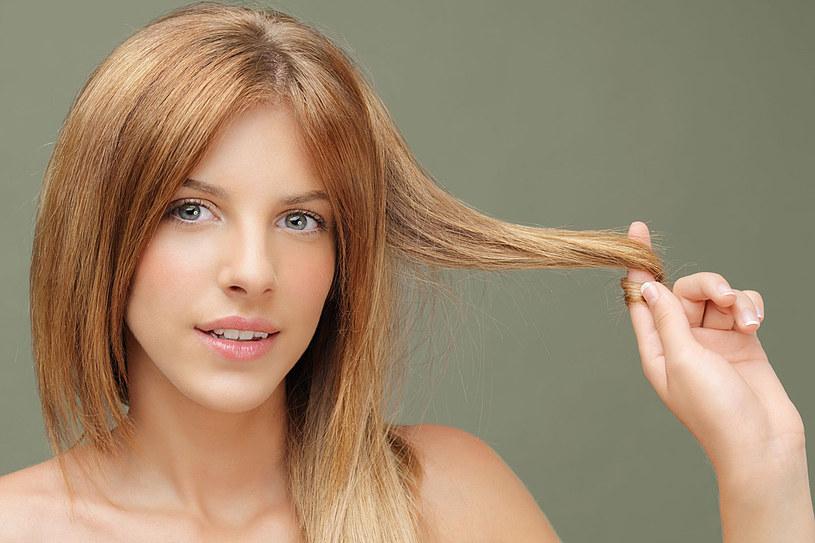 Jak zwiększyć objętość włosów? Znajdź najlepszą metodę dla siebie /©123RF/PICSEL