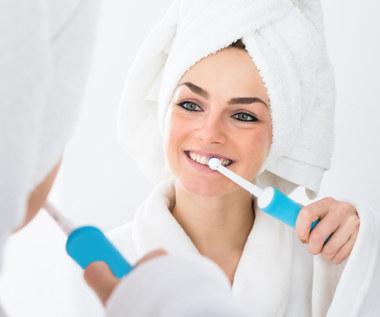 Jaką szczoteczkę do zębów wybrać i jak często ją zmieniać? To ma znaczenie!