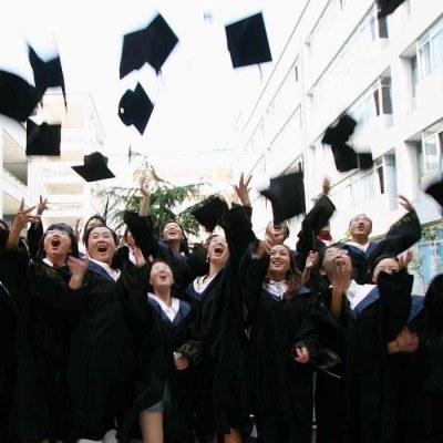 Jaką wartość ma dla pracodawców wykształcenie wyższe? /AFP