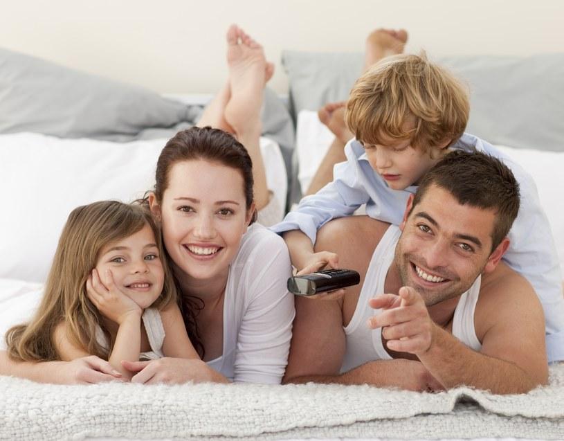 Jaki model rodziny lansują media? /©123RF/PICSEL