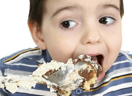 Jaki produkt spożywczy może spowodować u alergika wysypkę albo ból brzuszka /ThetaXstock