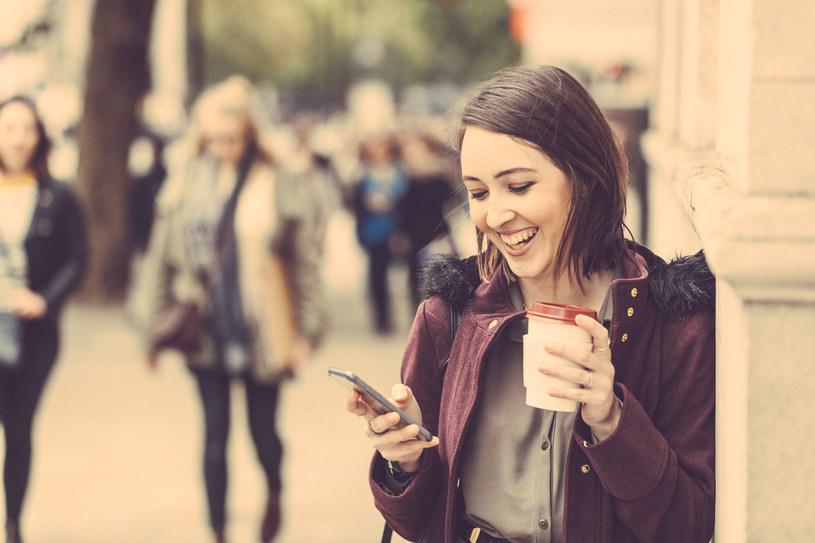 Jaki telefon warto kupić? /123RF/PICSEL