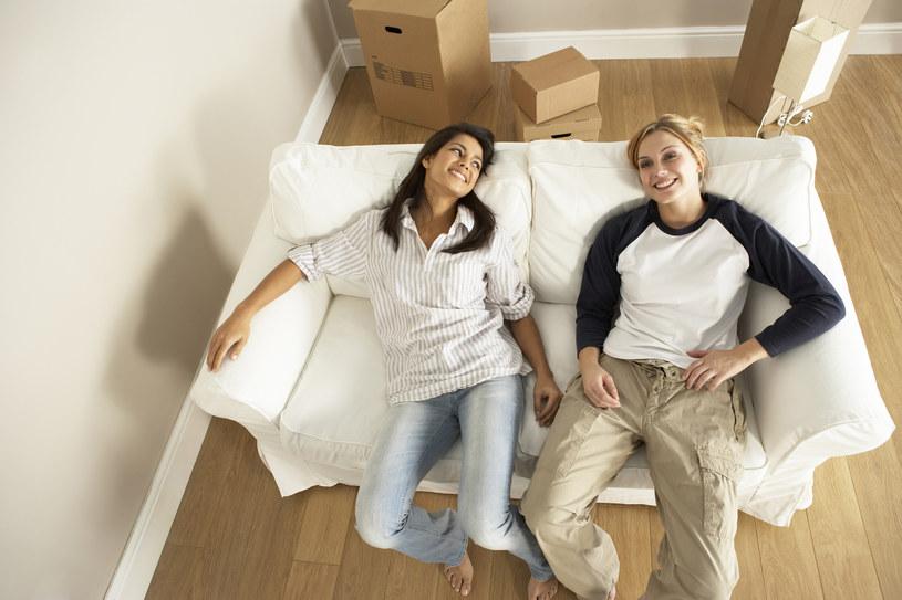 Jakie są plusy kupna mieszkania? /Bowden Images /© Glowimages