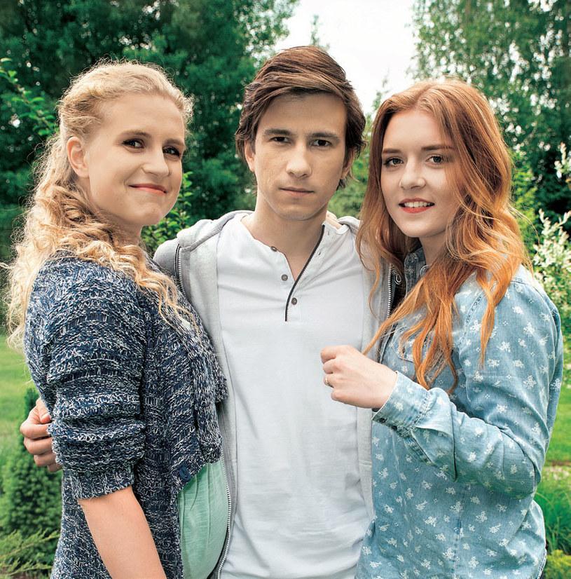 Jako leśniczy Franek rozkochał w sobie siostry: Natalię (Marcjanna Lelek) i Ulę (Iga Krefft). /Agencja W. Impact