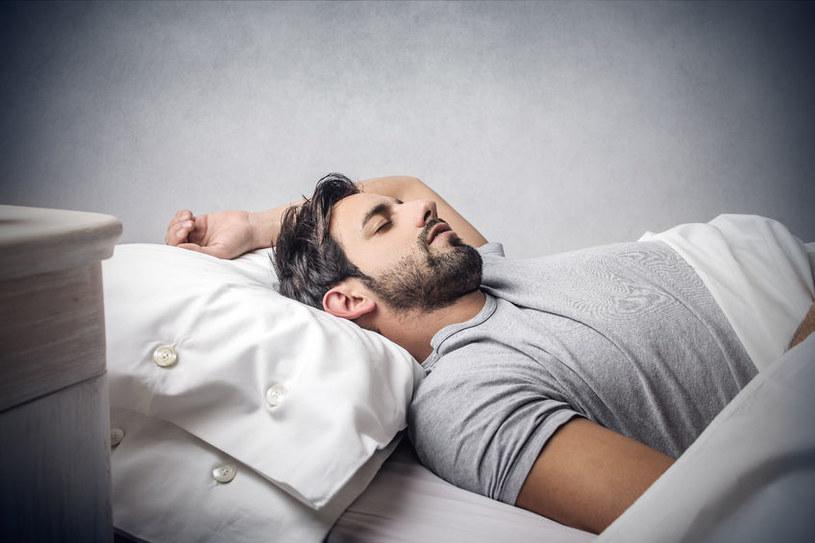 Jakość snu ma znaczenie w kontekście rozwoju choroby Alzheimera /©123RF/PICSEL