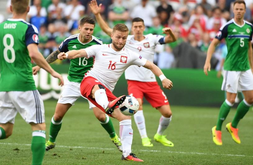 Jakub Błaszczykowski (C) i Oliver Norwood (z tyłu,#16) z Irlandii Płn /Bartłomiej Zborowski /PAP