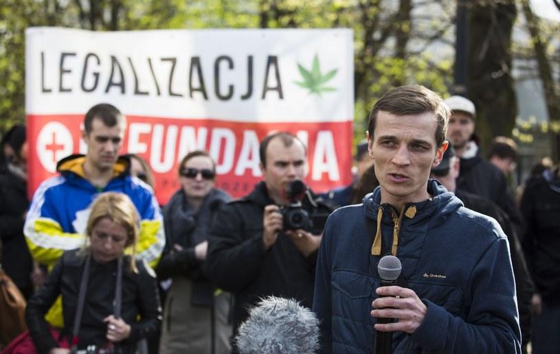 Jakub Gajewski podczas manifestacji /Andrzej Hulimka  /East News