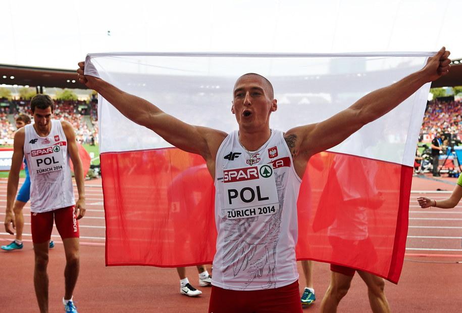 Jakub Krzewina za metą sztafety 4x400 m podczas lekkoatletycznych mistrzostw Europy w Zurychu /Adam Warżawa  (PAP) /PAP