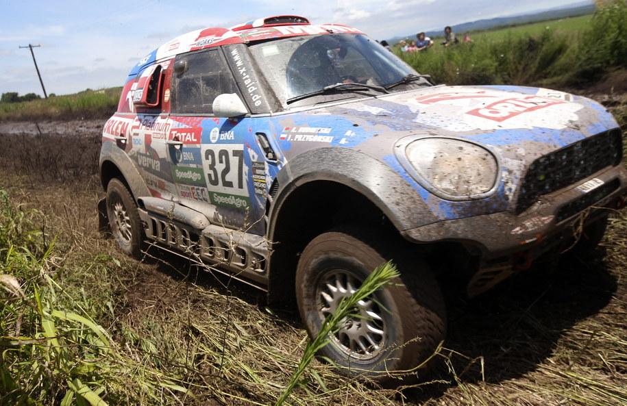 Jakub Przygoński i Andrei Rudnitski na trasie drugiego etapu Rajdu Dakar 2016 /Felipe Trueba /PAP/EPA