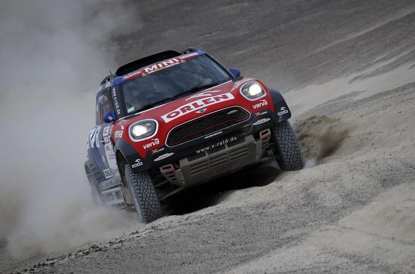 Jakub Przygoński na trasie drugiego etapu Rajdu Dakar /PAP/EPA