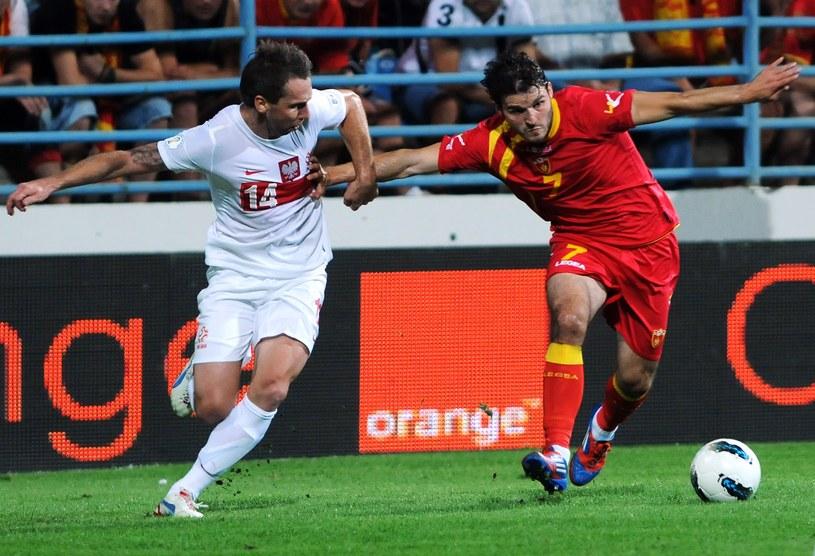 Jakub Wawrzyniak (z lewej) w meczu z Czarnogórą /AFP