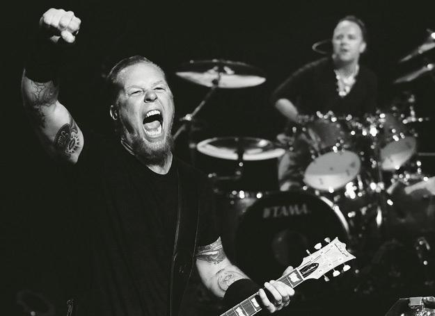 """James Hetfield i Lars Ulrich na okładce książki """"Metallica: Historie największych utworów"""" /"""
