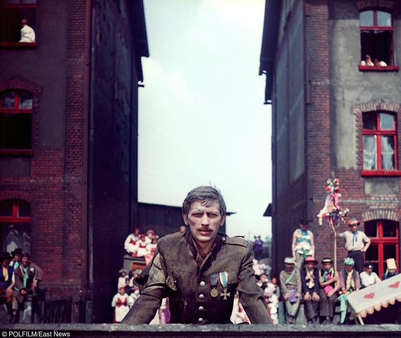 """Jan Englert w scenie z filmu """"Perła w koronie"""" /East News/POLFILM"""