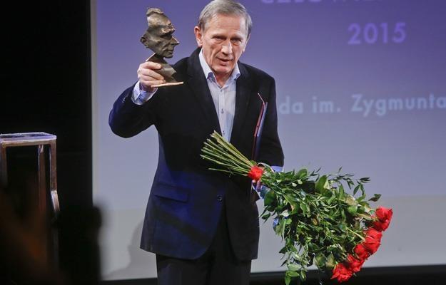 Jan Englert z nagrodą /AKPA
