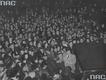 Jan Kiepura wśród tłumu wielbicieli zebranych przed Operą Berlińską