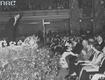 Jan Kiepura na scenie podczas występu w Berlinie. Wśród publiczności widoczni m.in. minister propagandy III Rzeszy Joseph Goebbels, książę Carl Eduard von Sachsen-Coburg-Gotha